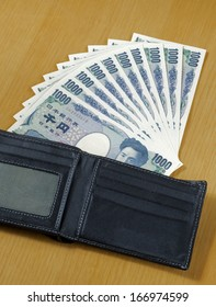 ten pieces of one thousand Japanese cashes wallet close up