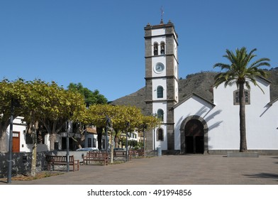 TENERIFE, CANARY ISLANDS - NOVEMBER 10, 2008:Square and church of the town of Tegueste