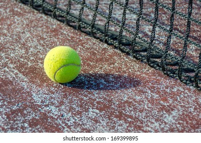 tennis ball ana net