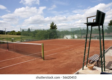 Tennis court - umpire chair and net