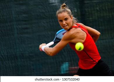Tennis - ITF World Tennis Tour Women 25's - CIRCUIT 1,  Match between Arantxa Rus (NED) vs Greet Minnen (BEL), Arantxa Rus in action,  taken on 19 Jan 2019 at Kallang Tennis Centre, Singapore.
