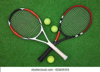 tennis racket with balls on green background