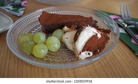 teramisu and chocolate tart