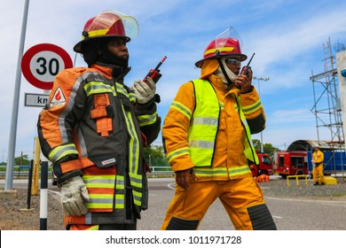 TERENGGANU, 10 JANUARY 2018 - Two incident commanders were updating emergency condition through walkie talkie.