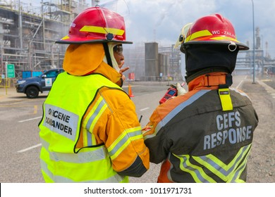 TERENGGANU, 10 JANUARY 2018 - Two incident commanders were discussing on strategy to combat fire at a petrochemical plant.