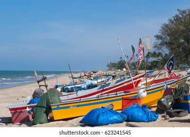 TERENGGANU, MALAYSIA - SEPTEMBER 24, 2009 : Colourful Fishing Boats Parked At The Seashore Of Mengabang Telipot Beach In Terengganu