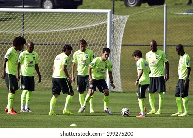 TERESOPOLIS, BRAZIL - JUNE 15: Hernanes with Brazil national team on the FIFA 2014 World Cup training match at the Granja Comary training complex. Gaspar Nobrega/VIPCOMM. NO USE IN BRAZIL