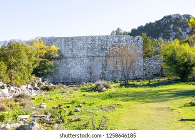 Termessos is an ancient city. Termessos is one of Turkey's best preserved ancient cities and most outstanding archaeological sites. Bouleuterion (Odeon) von Termessos.