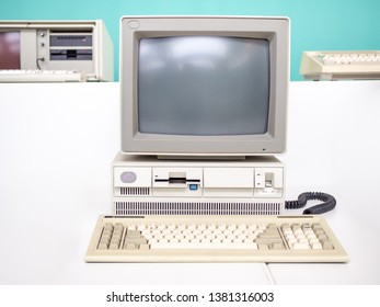 Imágenes, fotos de stock y vectores sobre Old Computing