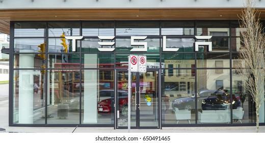 Tesla Store in Vancouver - VANCOUVER / CANADA - APRIL 12, 2017