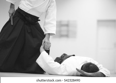 Testing of special exercises in training Aikido with a dagger