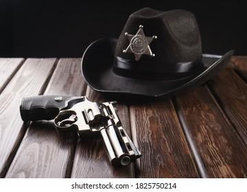Texas Sheriff Polizei hat auf westlichen Stil und Revolver.