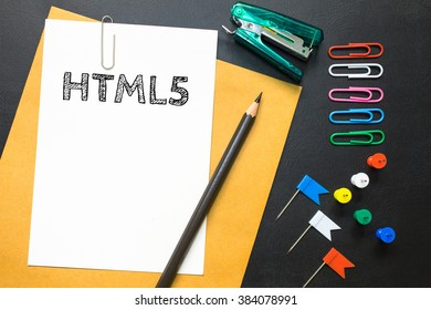 Text HTML 5 on white paper background
