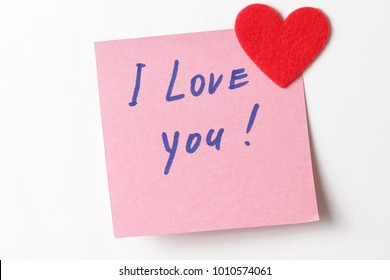 Text I love you on short note paper