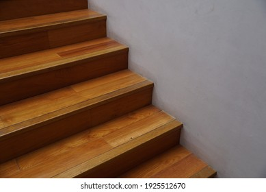 The texture of the stairs is made of minimalist wood