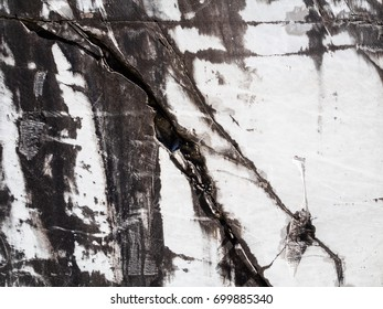 Texture of white marble slabs extracted from the caves of the Apuan Alps