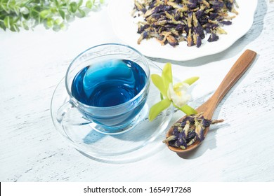 Thai blue tea, butterfly pea tea and dried butterfly bean flowers (the tea ingredient)