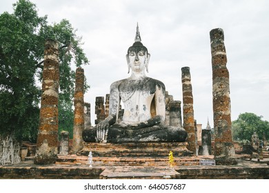 Thai Buddha Image : Buddha images of the Thai era are subdivided in several groups. The image right below here displays  Most Beautiful Buddha image in Phitsanulok.