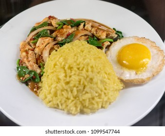 Thai chicken with vegetables, rice and egg