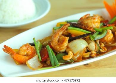 Thai cuisine : Stir fry prawns cashew nuts with jasmine rice.