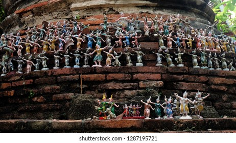 Thai dance dolls, make a votive offering; redeem a vow to a god. Thai traditional