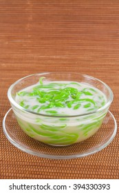 Thai dessert, rice noodles made of rice eaten with coconut milk