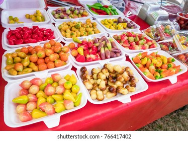 Thai desserts look like fruits and vegetable