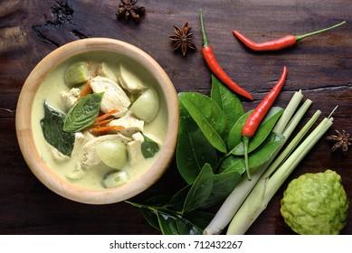 Thai food chicken green curry in dish wood dark background