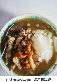 Thai food : KUAY JAB - Chinese noodle rolls soup with crispy deep-fried pork belly and offals.