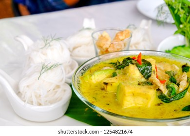 Thai food, rice noodle with green curry