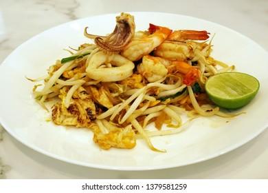 Thai Food Scene - Fried Rice Sticks with seafood or thai call Pad Thai Goong Sod