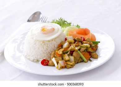 Thai food: Stir-fried chicken with cashew nut, Gai Pad Med Mamuang