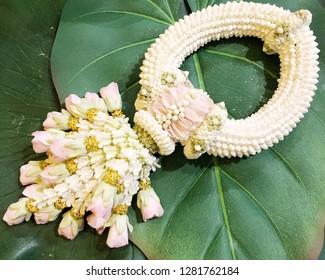 Thai garland white flower on green leaf background