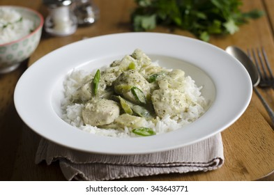 Thai green curry with green peppers, bamboo shoots and lime