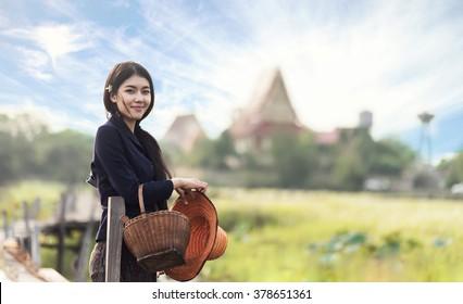 Femme locale thaï travaillant