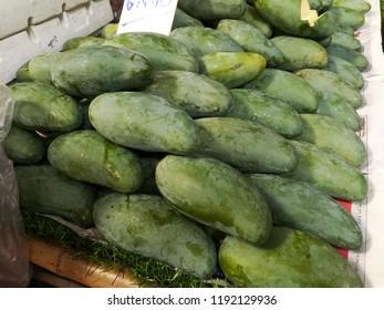 thai mangos on the shelves in the market