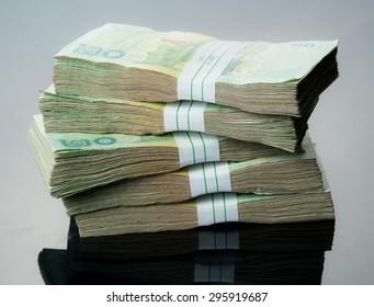 Thai money 20 baht, reflection
