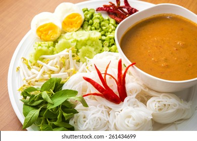 Thai Noodle with Tuna Curry