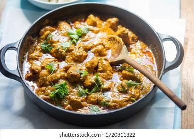 curry de porc et de cacahuètes thaïlandais avec coriandre