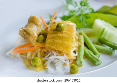 Thai rice vermicelli served with yellow curry