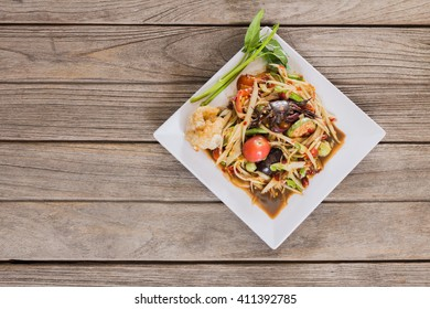 Thai spicy papaya salad serve with vegetables