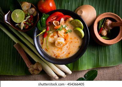 Thai spicy and sour soup with prawn (Tom Yum Goong) on banana leaf, popular Thai cuisine