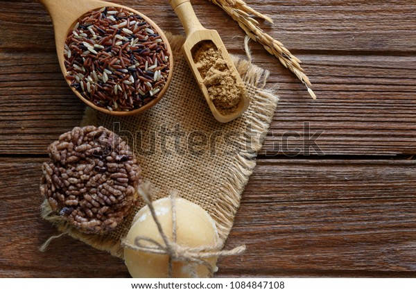 Thai sweet crispy rice cracker with cane sugar on wooden backgro