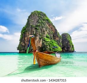 Thai traditional wooden longtail boat and beautiful sand Ao Phra Nang Beach in Krabi province. Ao Nang, Thailand.
