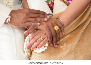 thai wedding couple holding hand showing engagement rings