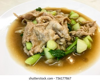 Thai wide rice noodles in gravy Stir-fried Fresh rice-flour noodles in thick sauce