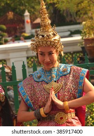 thai woman in traditional dress and crown