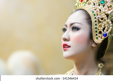 Thai women in national costume11
