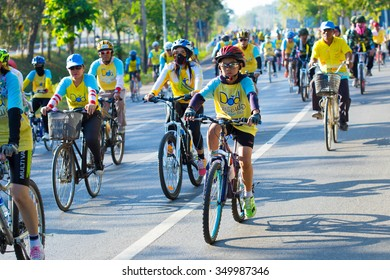 Thailand 2015 Dec 11 People Ridding Bicycle Stock Photo