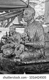Thailand, Bangkok, golden Buddha statues outside a small temple close to the Indrawiharn temple (Wat Indrawiharn), 19th century